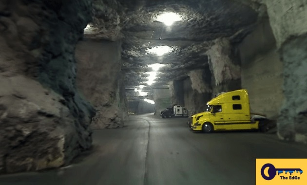 menjelajahi-gudang-bawah-tanah-ini-dengan-truk