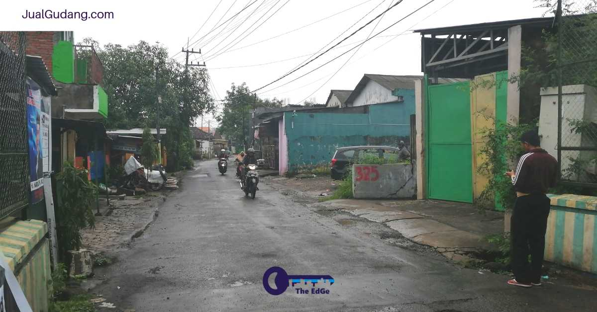 Jual Cepat Gudang Raya Tropodo Nol Jalan Raya Lokasi Strategis - JualGudang